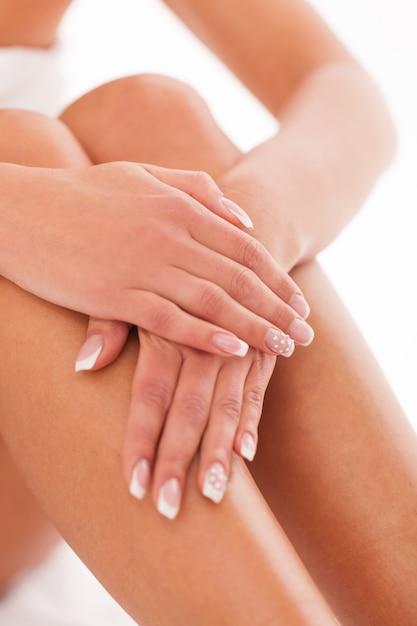 Belle femme jambes et mains Photo gratuit