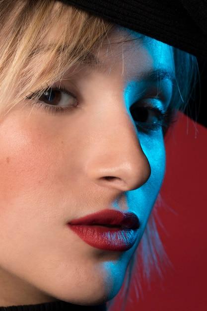 Belle femme portrait agrandi Photo gratuit