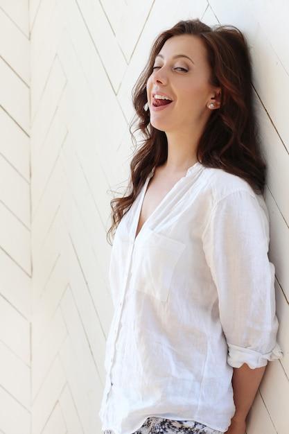 Belle Femme Posant Photo gratuit