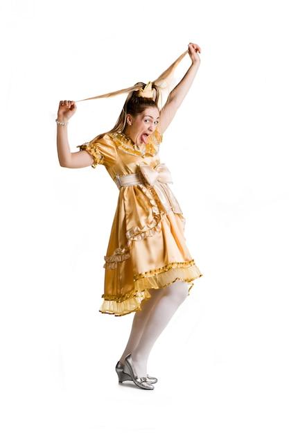 Belle Fille En Costume De Princesse Met La Langue Blanche Photo Premium