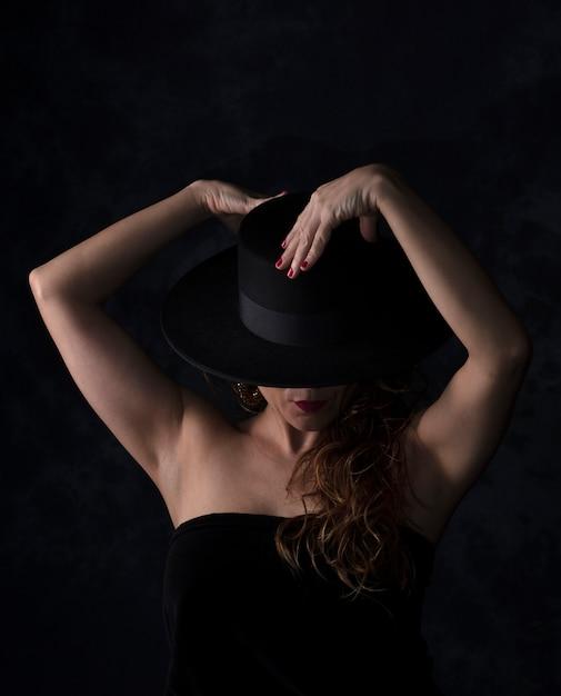 Belle fille danse Photo Premium