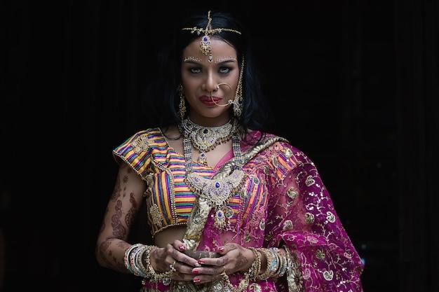 fille hindoue datant musulman garçon datant des structures d'impact terrestre