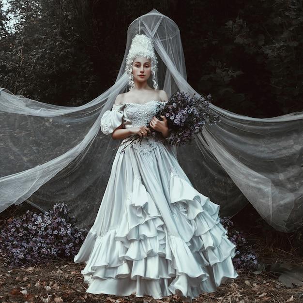 Belle Fille Pose Dans Une Robe Historique Du Moyen âge Photo Premium