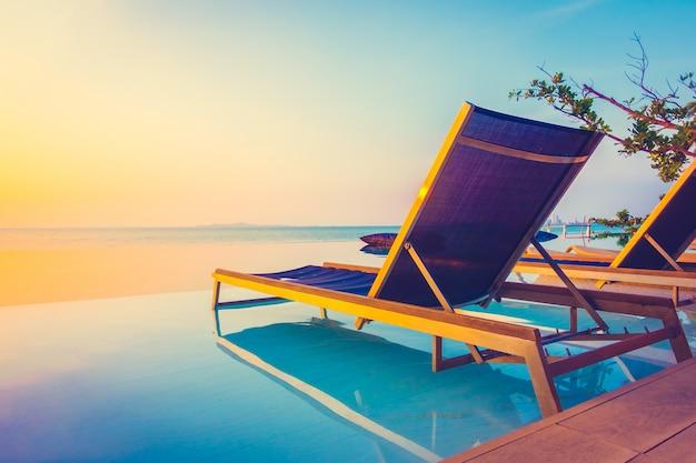 Belle hôtel de luxe piscine resort Photo gratuit