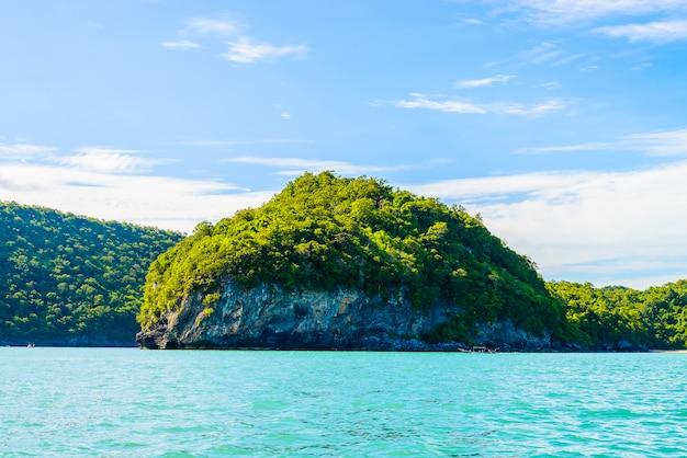Belle île tropicale, plage, mer et océan Photo gratuit