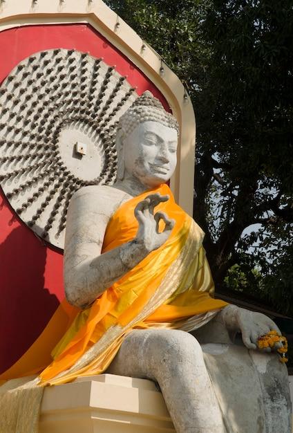 Belle image de la statue de bouddha en thaïlande Photo Premium