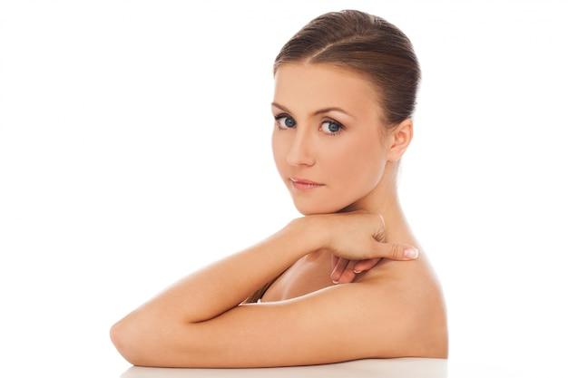 Belle jeune femme caucasienne naturelle Photo gratuit