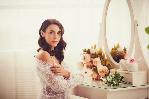 Belle mariée en chambre Photo Premium