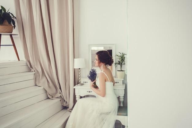 Belle mariée en robe de mariée Photo Premium