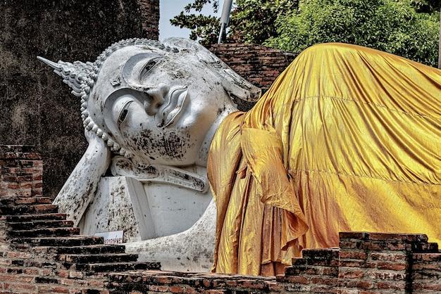 Belle Photo De La Statue De Bouddha Photo gratuit