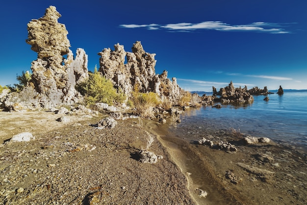 Belle Photo De Tufa Towers à Mono Lake Tufa State Natural Reserve En Californie Photo gratuit