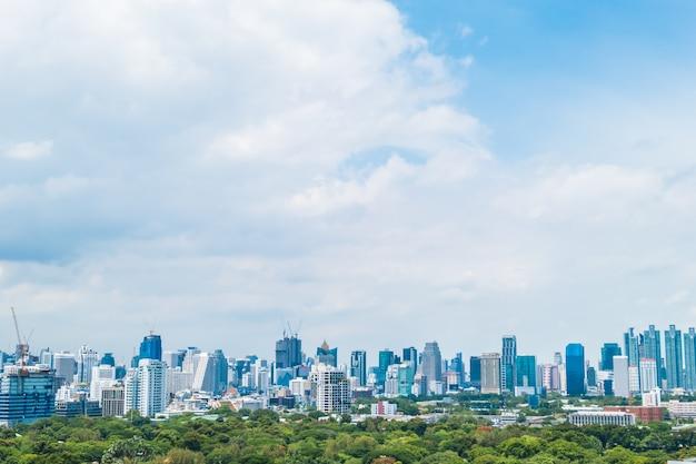 Belle tour de construction de bureaux et architecture dans la ville de bangkok Photo gratuit