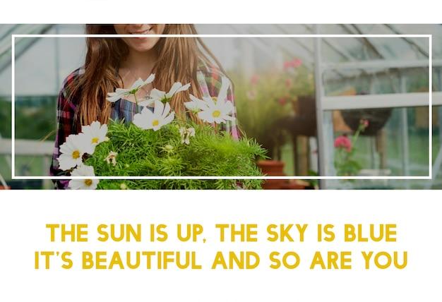 Belle vie de femme jardinage dans la nature Photo gratuit