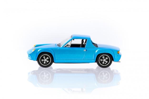 Belle voiture modèle vintage et rétro bleue avec profil de vue latérale Photo Premium