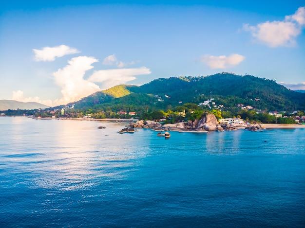 Belle vue aérienne de la plage et de la mer ou de l'océan Photo gratuit