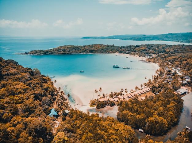 Belle vue aérienne de la plage et de la mer Photo gratuit