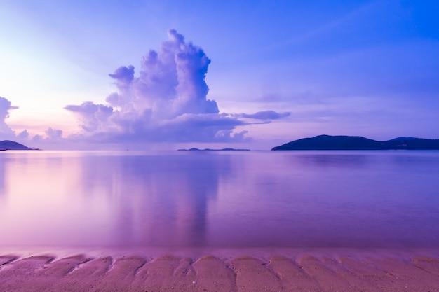 Belle vue extérieure avec plage tropicale et mer Photo gratuit