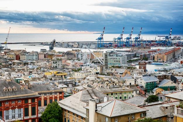 Belle vue sur la ville et le port. grand paysage urbain. Photo Premium