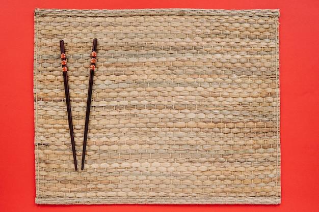 Belles baguettes sur la serviette Photo gratuit