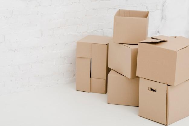 Belles boîtes en carton Photo gratuit