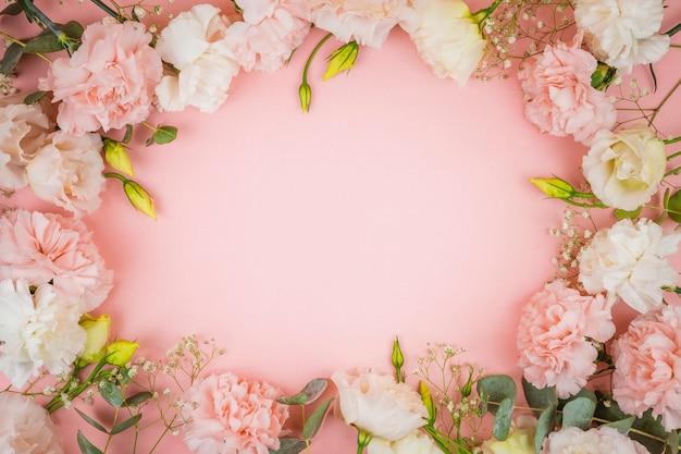 Belles roses avec espace de copie Photo gratuit