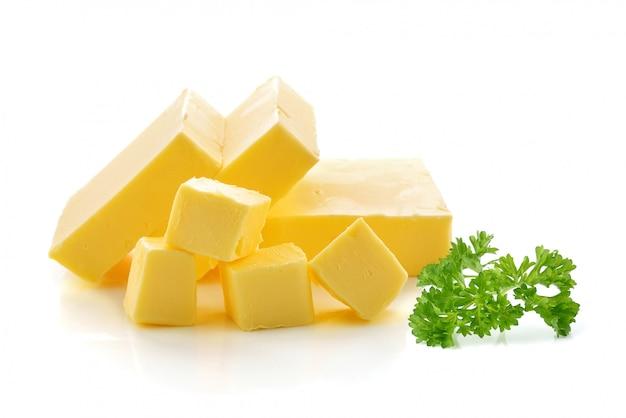Beurre isolé sur fond blanc. Photo Premium
