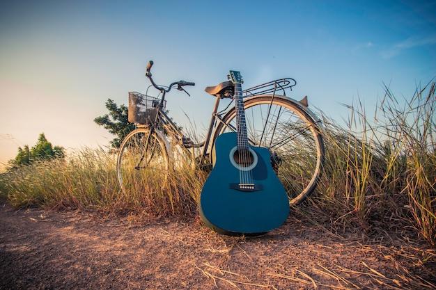 Bicyclettes avec guitare Photo Premium