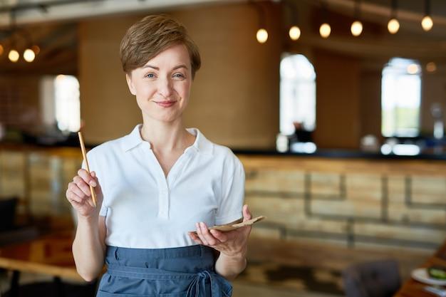 Bienvenue dans notre restaurant Photo gratuit