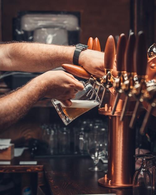 Bière filtrée avec de la mousse Photo gratuit