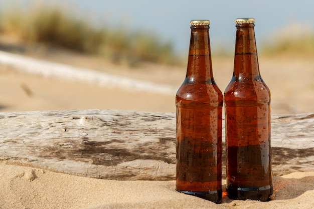 Bière sur la plage Photo Premium