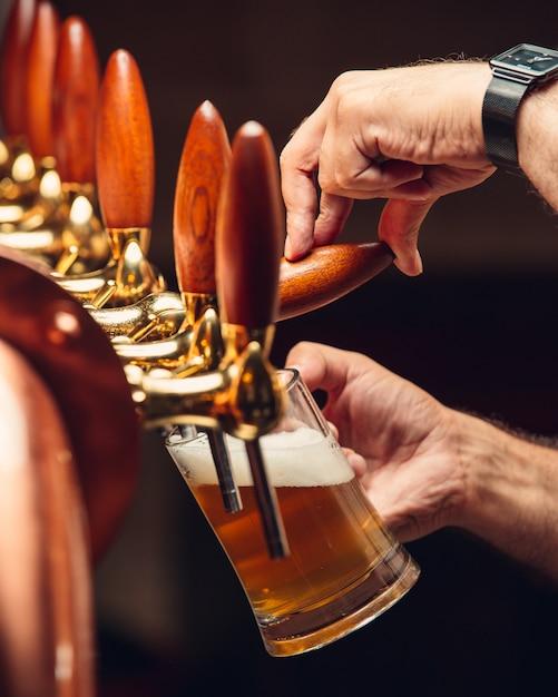 Bière pression filtrée Photo gratuit