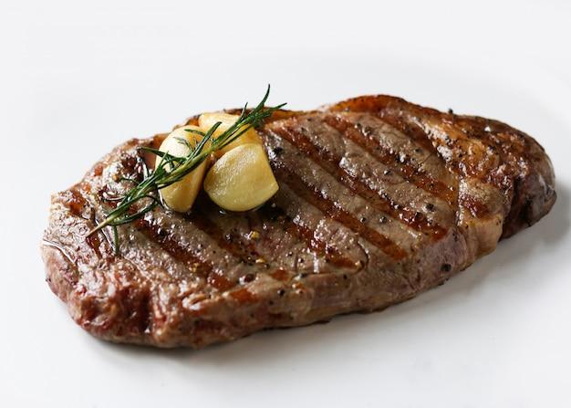 Bifteck de surlonge ribeye, steak de bœuf black angus, viande grillée Photo Premium