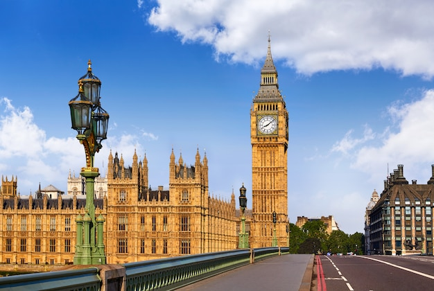 Big ben clock tower à londres en angleterre Photo Premium