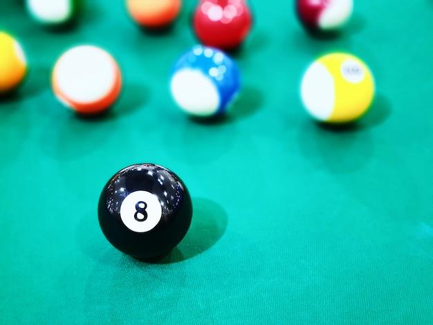 Billard Balls Sur Une Table De Billard Photo Premium
