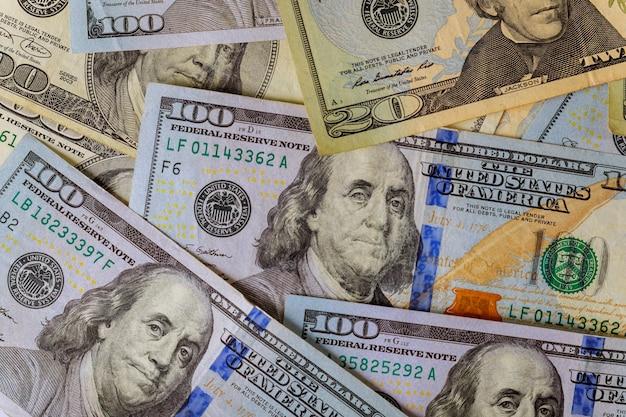 Billets de banque américains en dollars faisant partie du système commercial et économique mondial Photo Premium