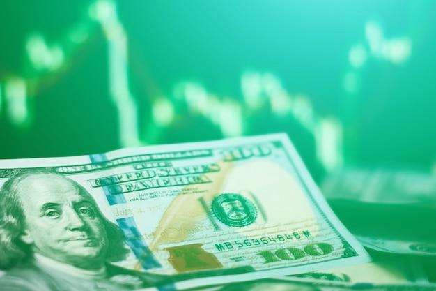 Billets d'un dollar américain sur le fond avec le marché des changes. concept de risque commercial et financier. photo tonique Photo Premium