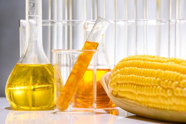 Biocarburant à Partir De Solution De Maïs, D'huile Et De Biocarburant. Photo Premium