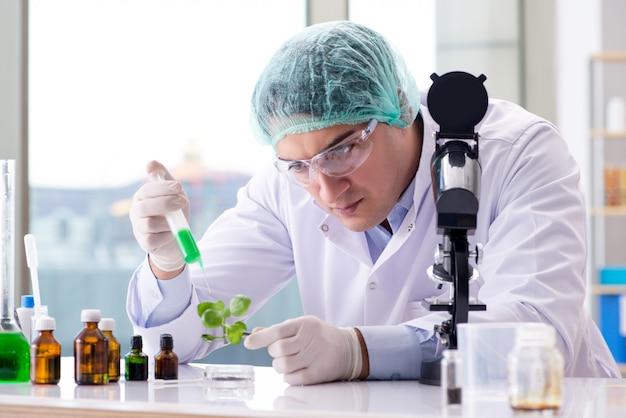 Biotechnologie Avec Scientifique En Laboratoire Photo Premium