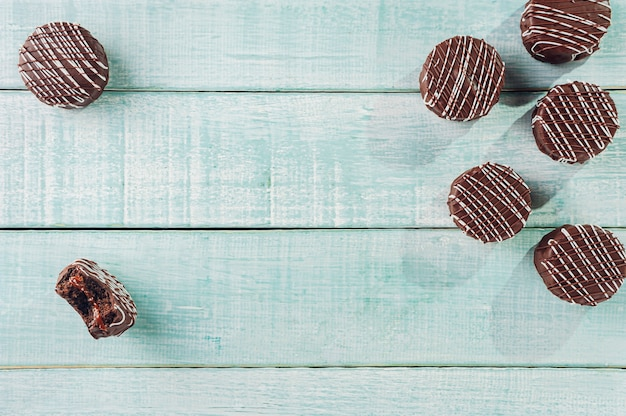 Biscuit Au Miel Fait Maison Brésilien Enrobé De Chocolat - Pao De Mel Photo Premium