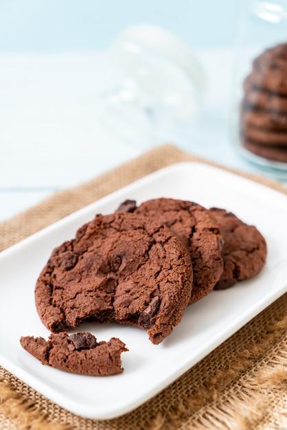 Biscuits au chocolat avec pépites de chocolat Photo Premium