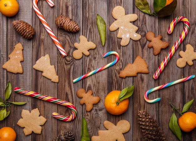 Biscuits au gingembre sur fond vide Photo Premium