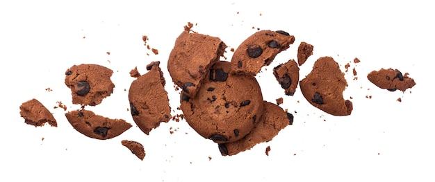 Biscuits aux brisures de chocolat isolés sur fond blanc Photo Premium