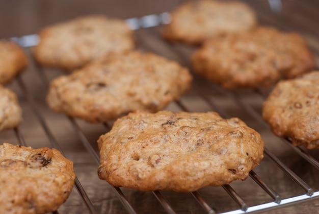 Biscuits à l'avoine faits maison, dessert sain. Photo Premium