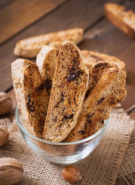 Biscuits Italiens Aux Noix Et Pépites De Chocolat Photo Premium