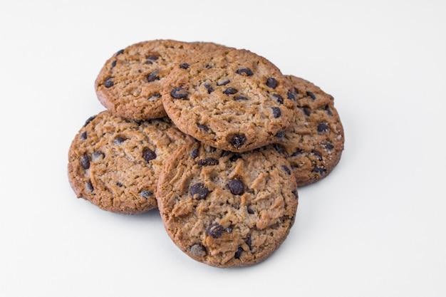 Biscuits maison aux pépites de chocolat noir Photo Premium