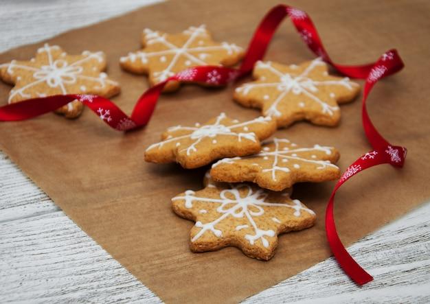 Biscuits de noël au gingembre et au miel Photo Premium