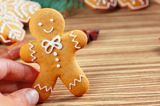 Biscuits de noël en pain d'épice maison Photo Premium