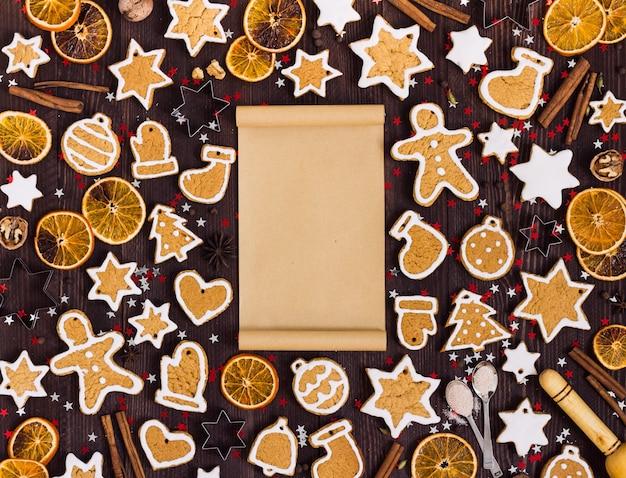 Biscuits de pain d'épice papier de noël vide pour recette nouvel an oranges cannelle Photo gratuit