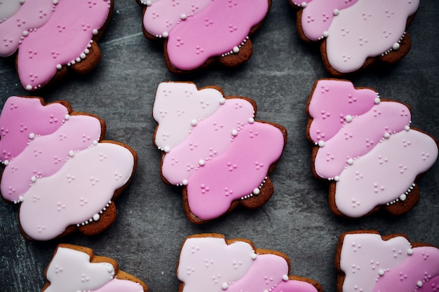 Biscuits De Pain D'épice Traditionnels De Noël Cuits Au Four. Photo Premium