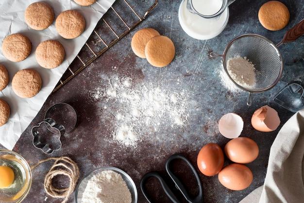 Biscuits à Plat Avec Farine Et œufs Photo gratuit